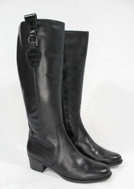 Botas caña alta,  ancho especial, con cremallera, tacón 4 cm. con adorno hebilla en parte alta. Tolino