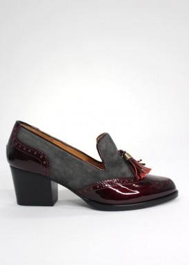 Zapato de borlas de ante y charol, tacón 4 cm