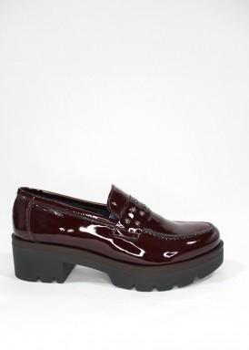 Zapato mocasín charol granate, piso alto de Carla Rosetti