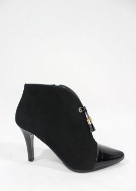 Botín vestir cremallera, borlas, tacón 8 cm. negro de Pasther