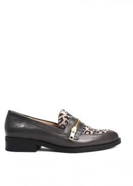 Zapato mocasín, cremallera empeine, animal print gris de Ana Román