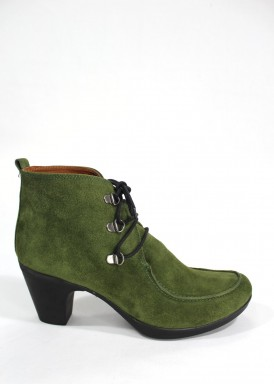 Botín cordón serraje con tacón 5 cm en color verde. Bosettini