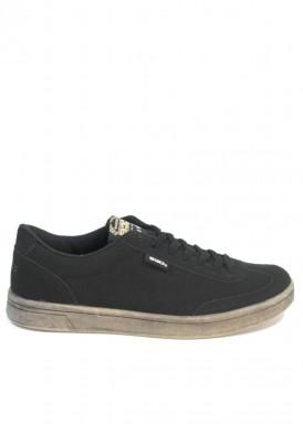 Zapatilla deportiva antelina cordón. Color negro con piso plano gris  envejecido. Xti