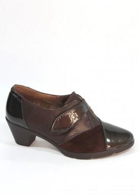 Zapato  charol, piel y ante marrón, tacón 4 cm. Velcro.  Pasther.