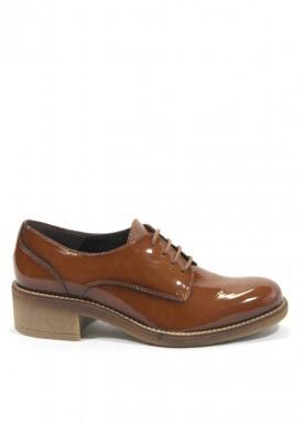 Zapato cordón charol  color caramelo.  Tolino