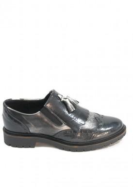 Zapato copete borlas y flecos  en charol gris oscuro y piel grabada gris claro. Bola 22