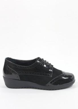 Zapato cordón de charol y ante modelo oxfor de cuña baja en negro.  Bola 22