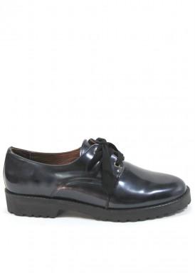 Zapato cordón charol negro piso de goma. Roldán