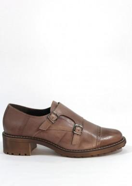 Zapato piel dos hebillas  color taupe.  Calzados Tomás.