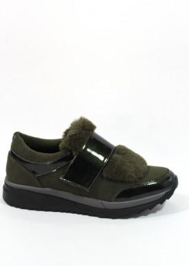 Zapato deportivo de antelina y charol,  velcro y solapa de pelo,Kaki. B3D de XTI