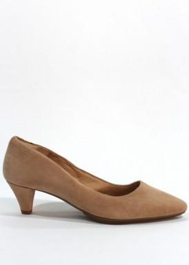 Zapato salón ante ,tacón 5 cm fino. Color nude. Desireé