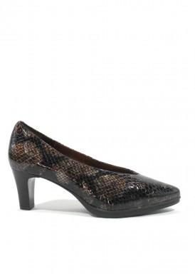 Zapato salón  charol grabado en serpiente. Marrón karey.  Ancho especial. Tacón 5 cm. Desireé