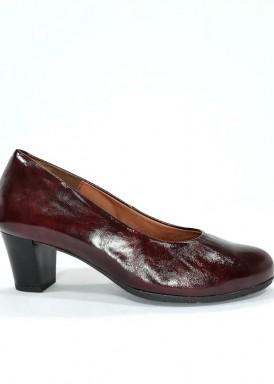 Zapato salón  charol granate oscuro. Ancho especial. Tacón  ancho 4 cm. Desireé