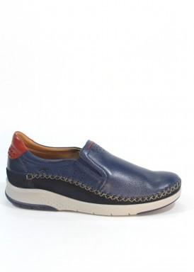 Zapato estilo casual de piel suave, con gomas laterales. Azul marino. FLUCHOS.