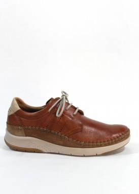 Zapato de cordón estilo casual de piel suave. Piso flexible Color cuero. FLUCHOS.