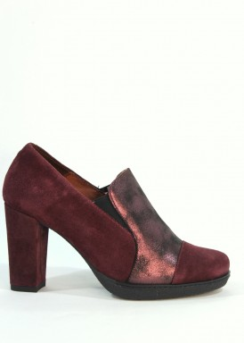 Zapato abotinado  de ante y piel  con tacón 8 cm. Burdeos. Desireé