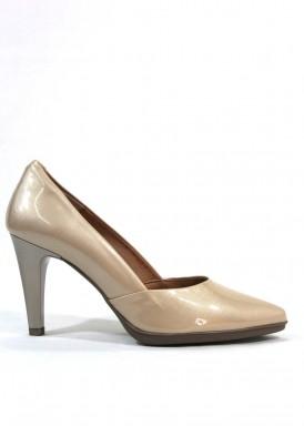 Zapato salón  charol tacón 8  Beis arena. Desireé