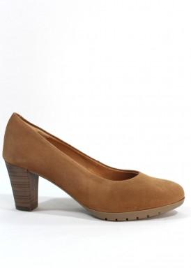 Zapato salón ante confortable, tacón ancho 5 cm. Camel. Desireé.