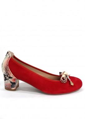Zapato salón ante rojo con detalles serpiente. Roldán