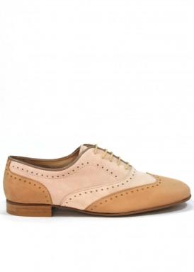 Zapato de cordón modelo oxfor, ante color arena y taupe. Hecho a mano. Losal