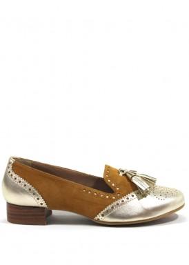 Zapato mocasín con borlas en piel y ante color camel y dorado.Hecho a mano. Losal
