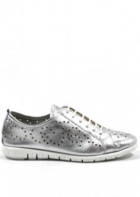 Zapatilla deportiva de piel troquelada de mujer, con cordón, color plata. Bola 22