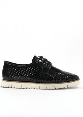 Zapato cordón de charol  de mujer en negro, con piso blanco. ROLDÁN
