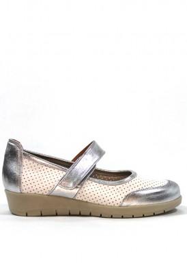 Zapato  de piel estilo merceditas con velcro en blanco y plata.  Ancho especial. MIPASCU