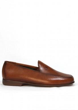 Zapato mocasín hombre de piel suave y piso flexible. Color cuero. TOLINO