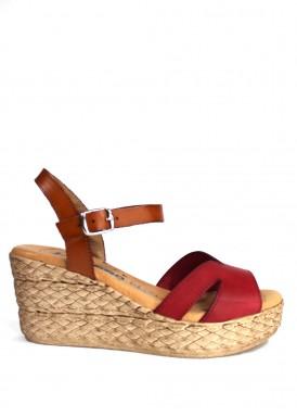 Sandalia de mujer de piel con cuña media. Color rojo y cuero. JORADANA