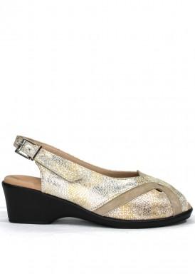 Sandalia de cuña, ancho especial.  Color beis-taupe. ROLDÁN