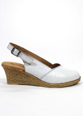 Sandalia  piel grabada, salón destalonado con cuña . Color Blanco. MIPASCU