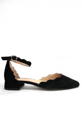 Zapato de vestir de ante cerrado punta y talón. Color negro. Tacón 2 cm. ROLDÁN