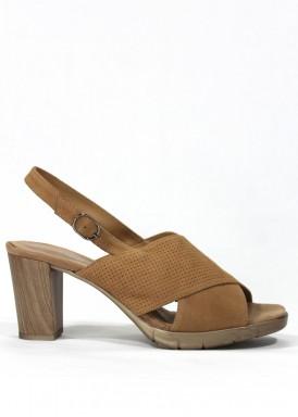 Sandalia tacón madera 6 cm. ante camel. DESIREE