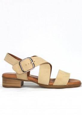 Sandalia de serraje, color arena, tacón 3 cm