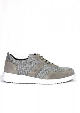 Zapato deportivo de nobuck y textil. Color gris. EXPLORER