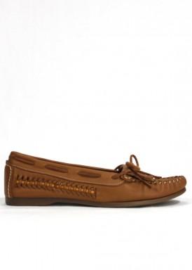 Zapato kiowa de piel con flecos , flexible . Color Coñac. BOLA 22