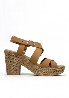 Sandalia de piel tiras cruzadas color cuero tacón alto. Mipascu