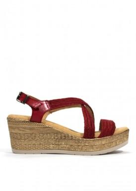 Sandalia de piel cuña alta y plataforma color rojo. Mipascu