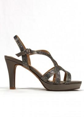 Sandalia elegante de pedrería, tacón alto, color bronce satinado. ALMA EN PENA