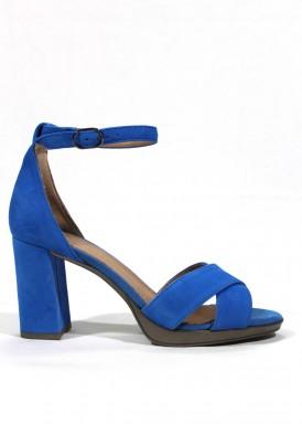 Sandalia de ante, talonera cerrada, de tacón ancho. Color azul eléctrico. DESIREÉ