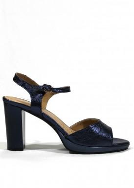 Sandalia de piel azul metalizado, de tacón ancho.  DESIREÉ