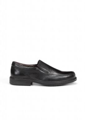 Zapato mocasín con elásticos laterales  negro de Fluchos