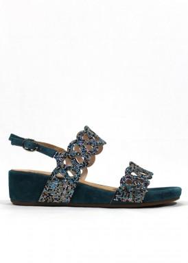 Sandalia de cuña baja de ante y pedrería. Color Azul Petróleo. ALMA EN PENA