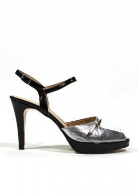 Sandalia de fiesta de piel y charol. Tacón y plataforma. Colores negro-blanco-plata. PASTHER