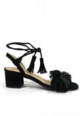 Sandalia de vestir de ante con flecos en empeine. Tacón 4 cm. Color Negro. ROLDÁN