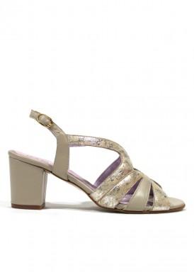 Sandalia de piel suave,  tacón 5 cm. Color beis con dorado. FAP