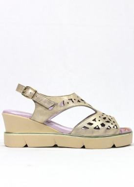 Sandalia ancho especial de piel suave, Cuña media, color beis platino. FAP