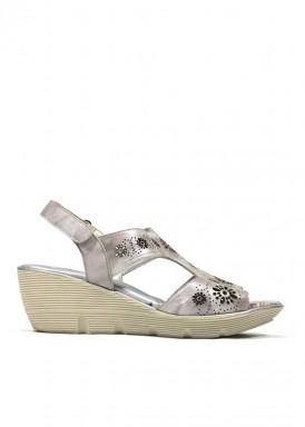 Sandalia para pies delicados, de ancho especial. Color gris brillante. FAP