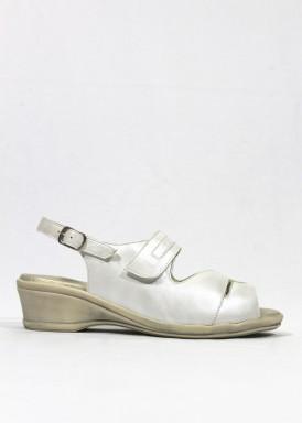 Sandalia descanso y ancho especial. Piel suave. Color blanco hielo. FAP